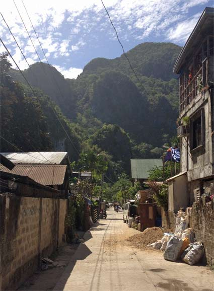 El Nido's typical barrow roads - check out that backdrop!